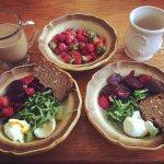Beet_salad_healthy_snacks_breakfast_health_tips_recipes_naturopath_nutrition_toronto_head_to_toe_health_centre_toronto